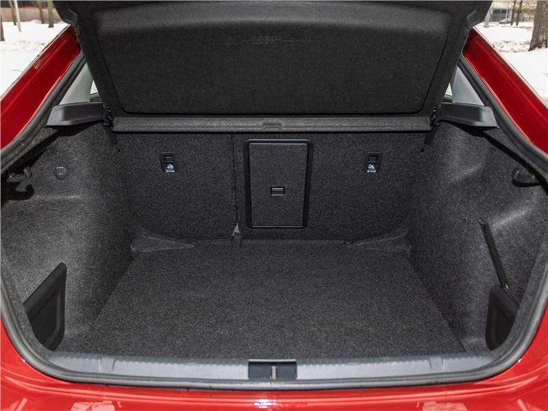 Volkswagen Polo Sedan (2020) багажное отделение