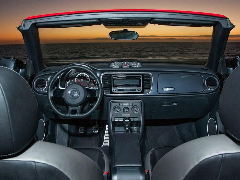 Volkswagen Beetle Convertible 2013 вид водительское место