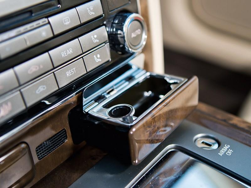 Volkswagen Phaeton 2011 интерьер