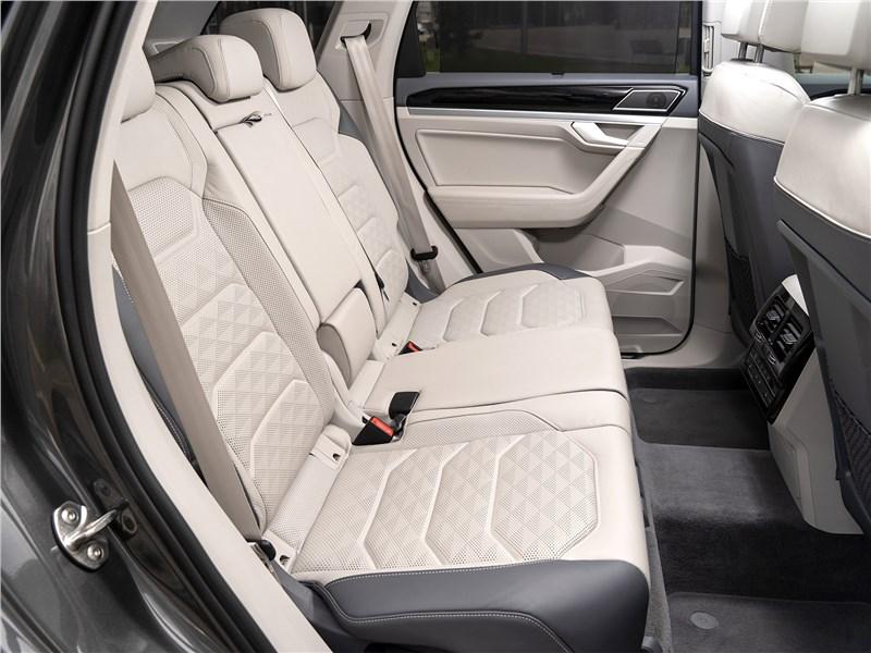 Volkswagen Touareg 2019 задний диван