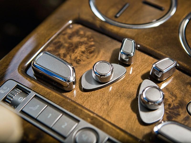Volkswagen Phaeton 2011 интерьер фото 2