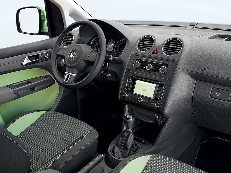 Volkswagen Cross Caddy 2010 водительское место