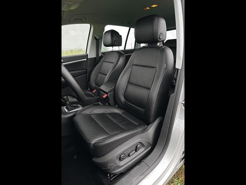 Volkswagen Tiguan 2011 передние кресла