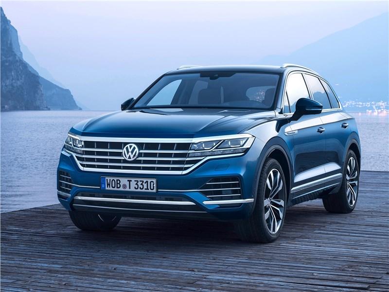 Volkswagen Touareg 2019 вид спереди сбоку