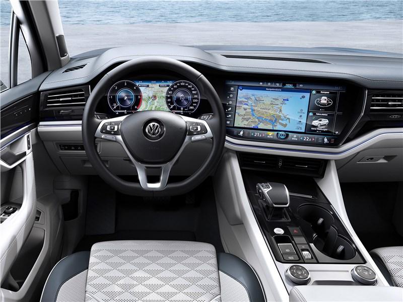 Volkswagen Touareg 2019 водительское место