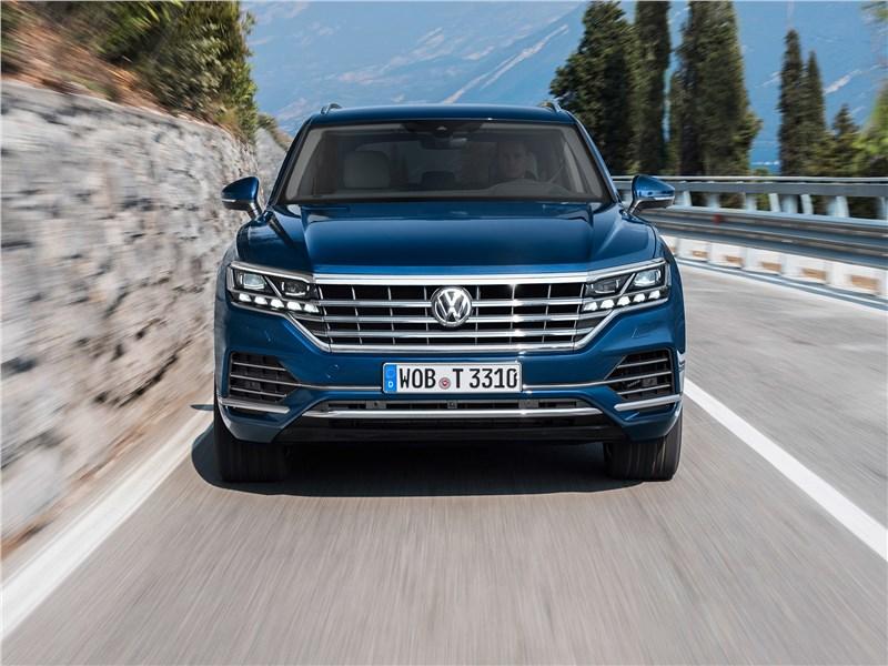 Volkswagen Touareg 2019 вид спереди