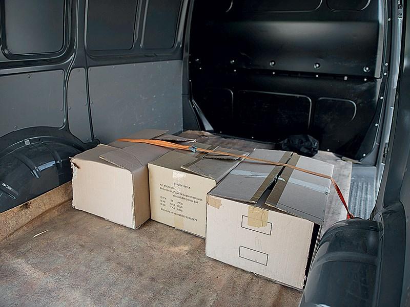 Volkswagen Transporter T5 2009 грузовой отсек