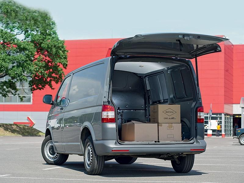 Volkswagen Transporter T5 2009 вид сзади