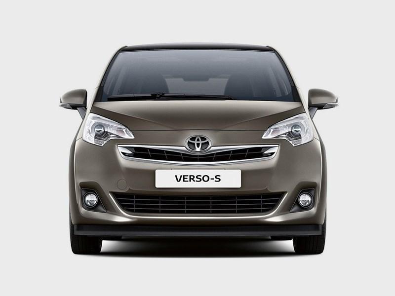 Toyota Verso-S 2015 вид спереди