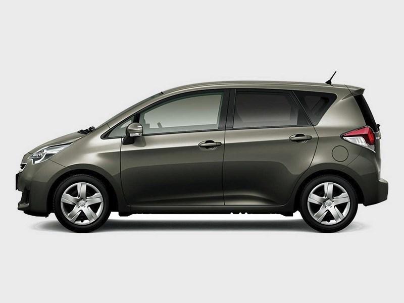 Toyota Verso-S 2015 вид сбоку