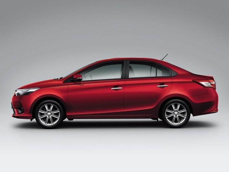Toyota Vios 2013 вид сбоку