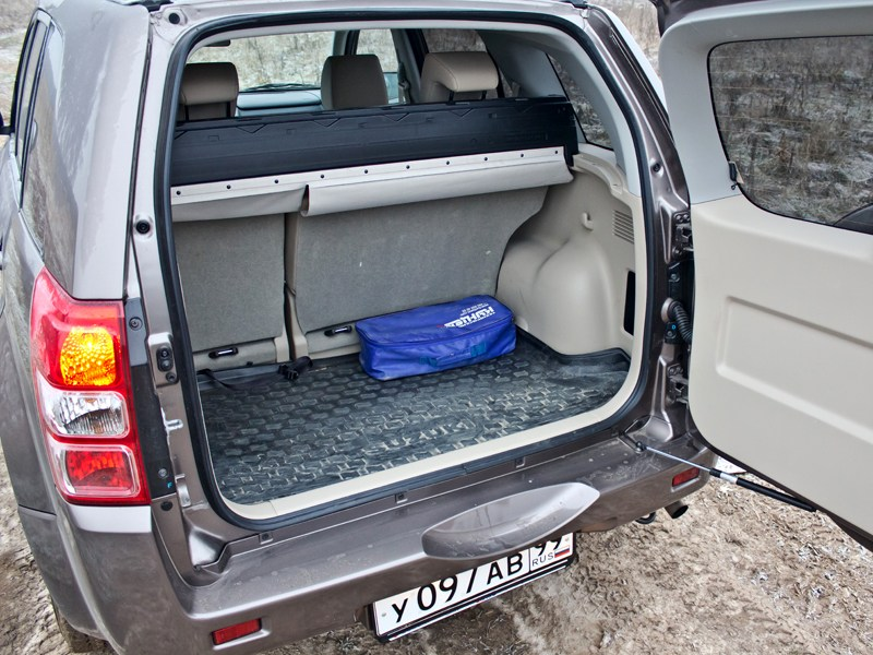 Suzuki Grand Vitara 2012 багажное отделение