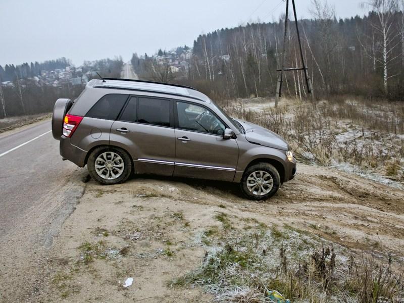 Suzuki Grand Vitara 2012 вид сбоку