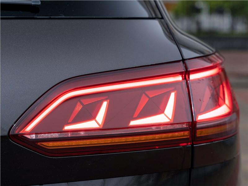 Volkswagen Touareg 2019 задний фонарь