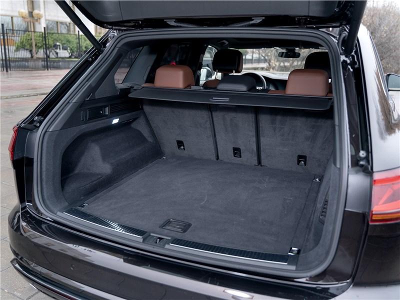 Volkswagen Touareg 2019 багажное отделение