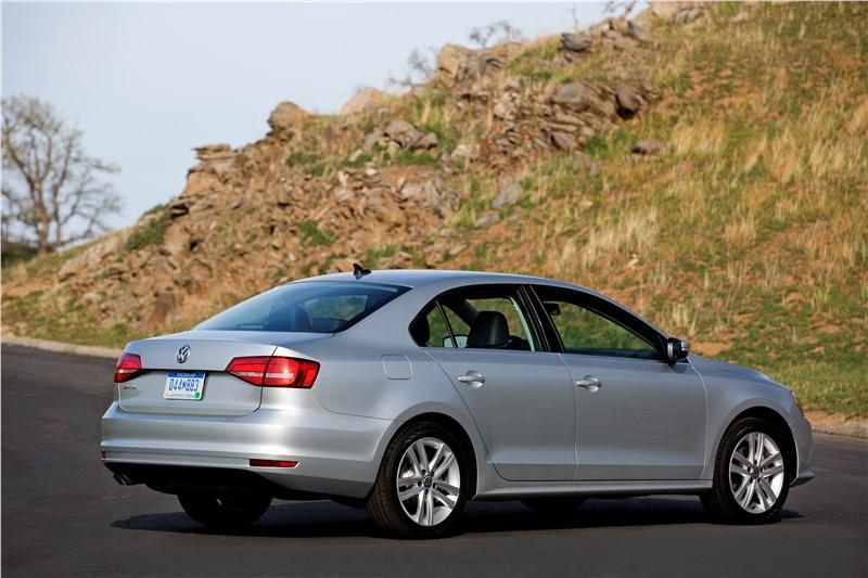 Volkswagen Jetta 2015 вид сбоку