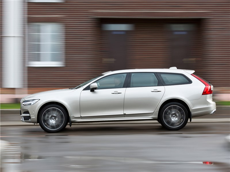 Volvo V90 Cross Country 2017 вид сбоку
