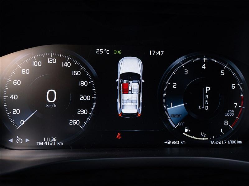 Volvo XC60 2018 приборная панель