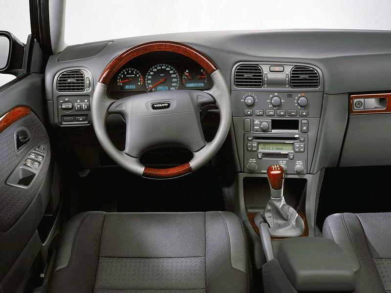 Volvo S40 2000 панель приборов и органы управления