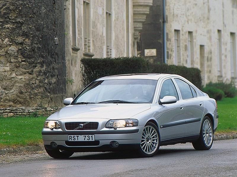 Volvo S60 2000 вид слева спереди фото 1