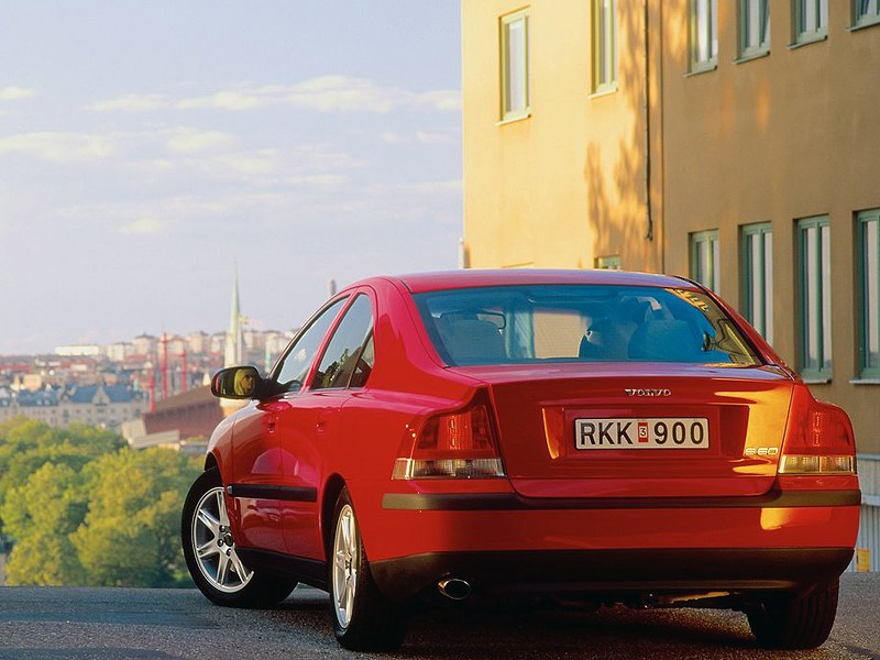 Volvo S60 2000 вид слева сзади фото 2
