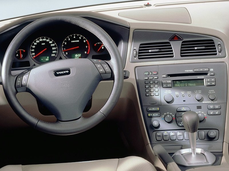 Volvo S60 2000 приборы и органы управления