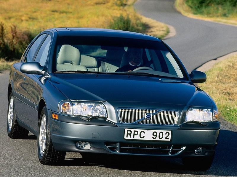 Volvo S80 2000 вид справа спереди статика фото 1