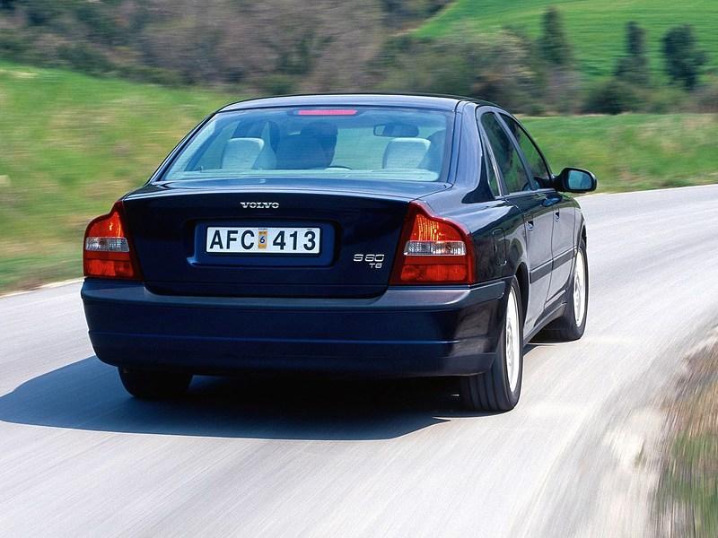 Volvo S80 2000 вид справа сзади в динамике