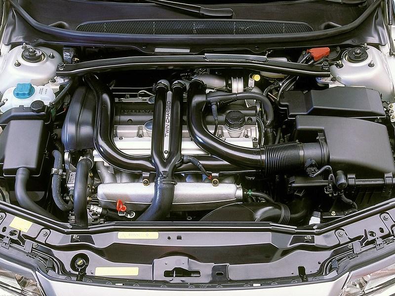 Volvo S80 2000 моторный отсек