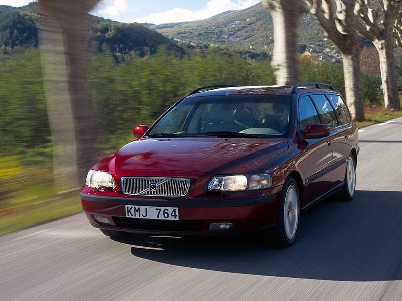 Volvo V70 2001 оснащался многими полезными опциями, в том числе передовыми системами безопасности