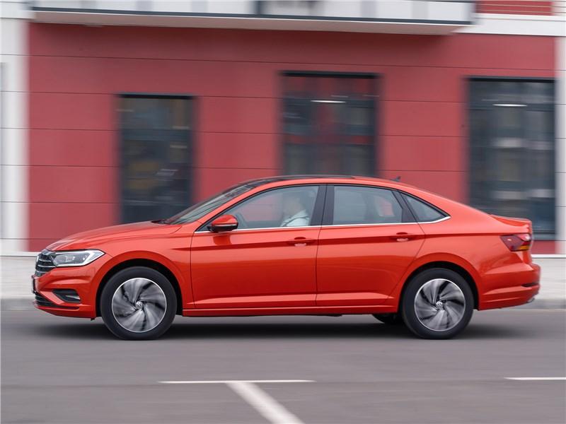 Volkswagen Jetta 2019 вид сбоку