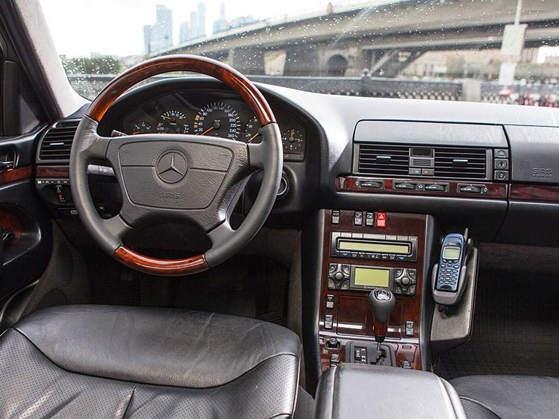 Mercedes-Benz S-Klasse 1997 водительское место