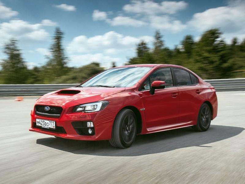 Subaru WRX 2015 вид переди сбоку