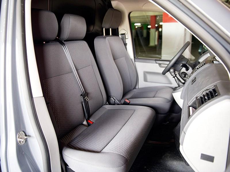 Volkswagen Transporter T5 2009 кабина
