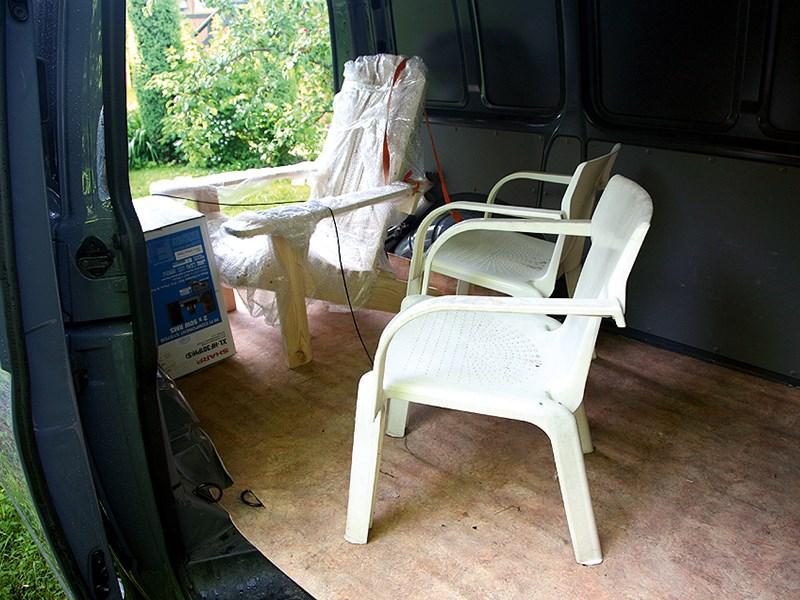 Volkswagen Transporter T5 2009 грузовой отсек со стульями