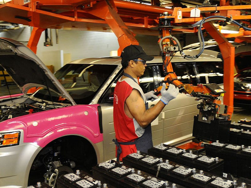 Петербургский автопром просел из-за ухода GM и простоев на заводе Hyundai