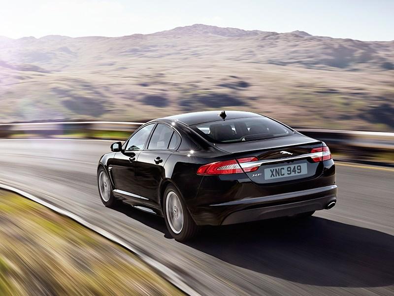 Jaguar XFR-S 2013 вид сзади фото 2