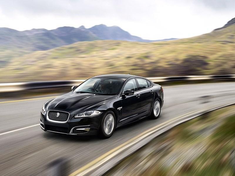 Jaguar XFR-S 2013 вид спереди фото 3