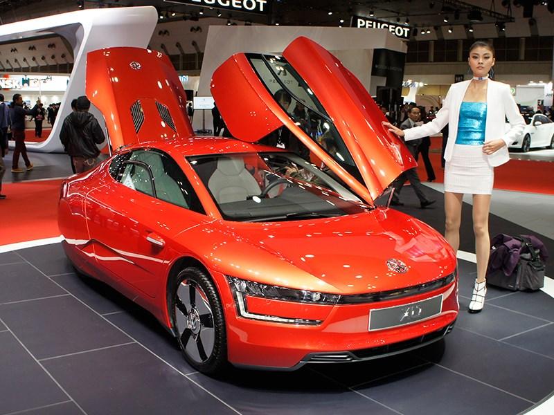 Volkswagen XL1 2013 вид спереди красный