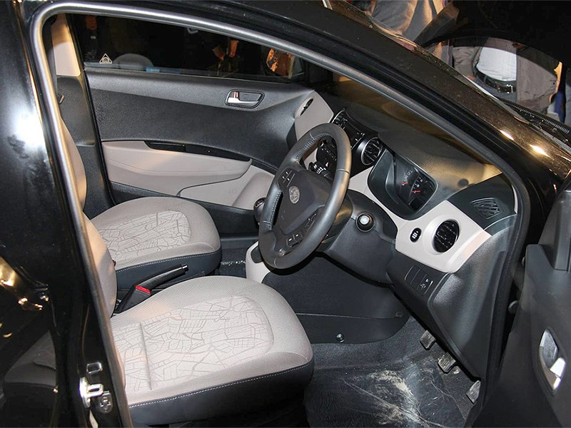 Hyundai Xcent 2014 передние кресла