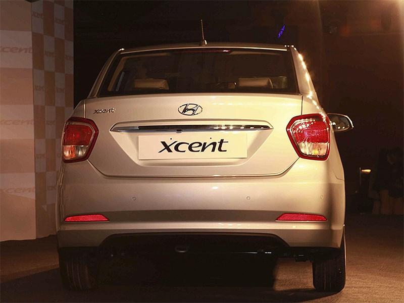 Hyundai Xcent 2014 вид сзади