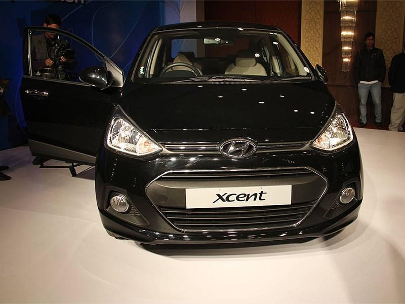 Hyundai Xcent 2014 вид спереди черный