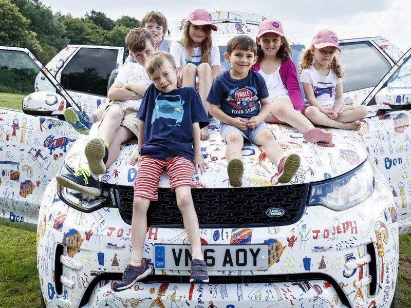 Land Rover показал новый Discovery в камуфляже из детских рисунков