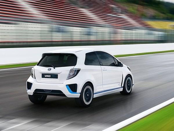 Toyota Yaris Hybrid-R concept 2013 вид сзади