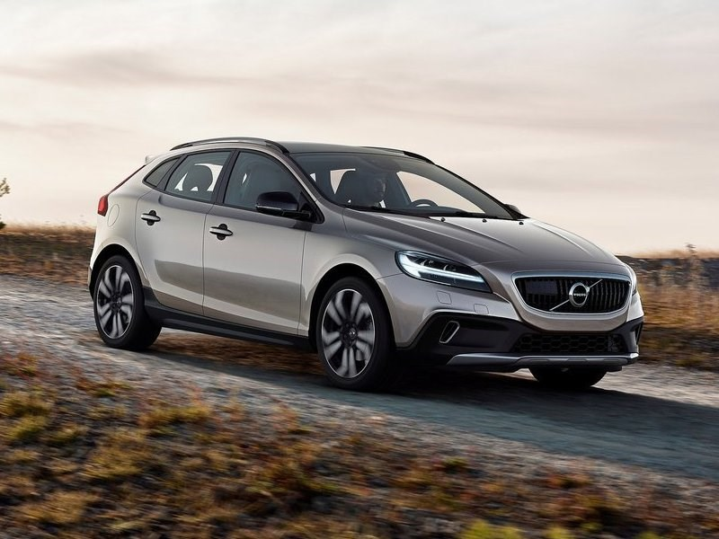 Volvo представила обновленные V40 и V40 Cross Country