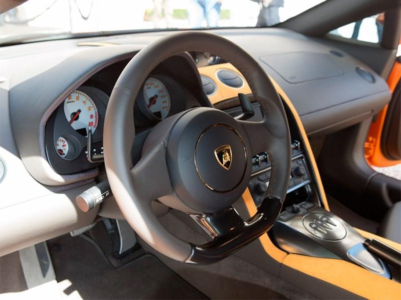 Lamborghini 5-95 Zagato 2014 водительское место