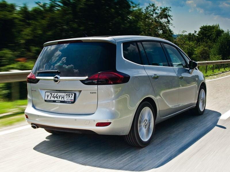 Opel Zafira Tourer 2012 вид сзади