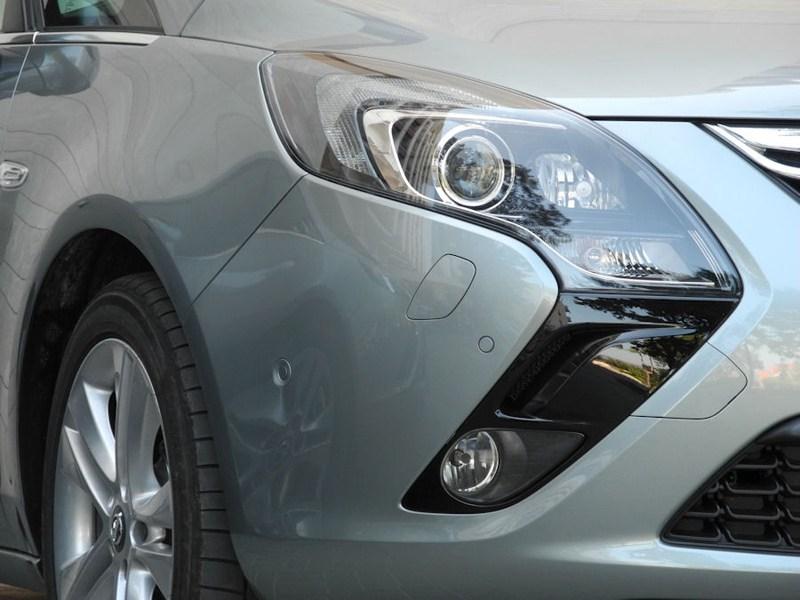 Opel Zafira Tourer 2012 передние фары