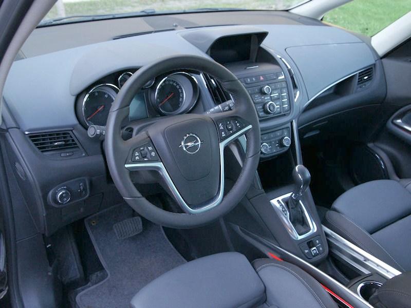 Opel Zafira Tourer 2012 водительское место