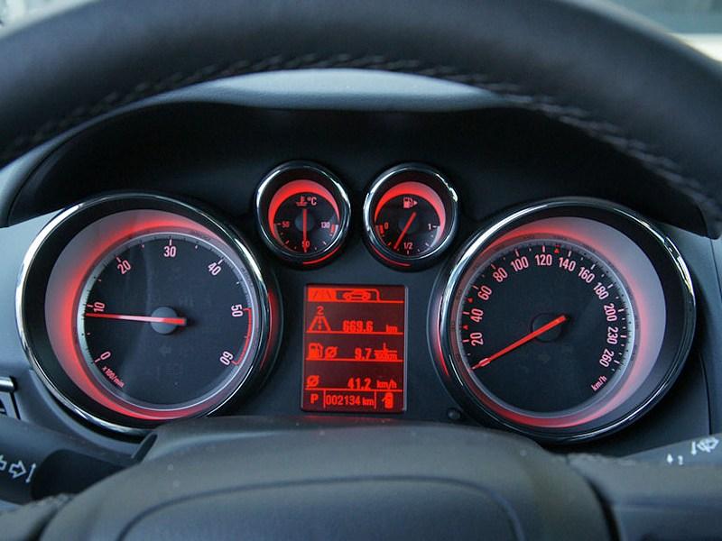 Opel Zafira Tourer 2012 приборная панель